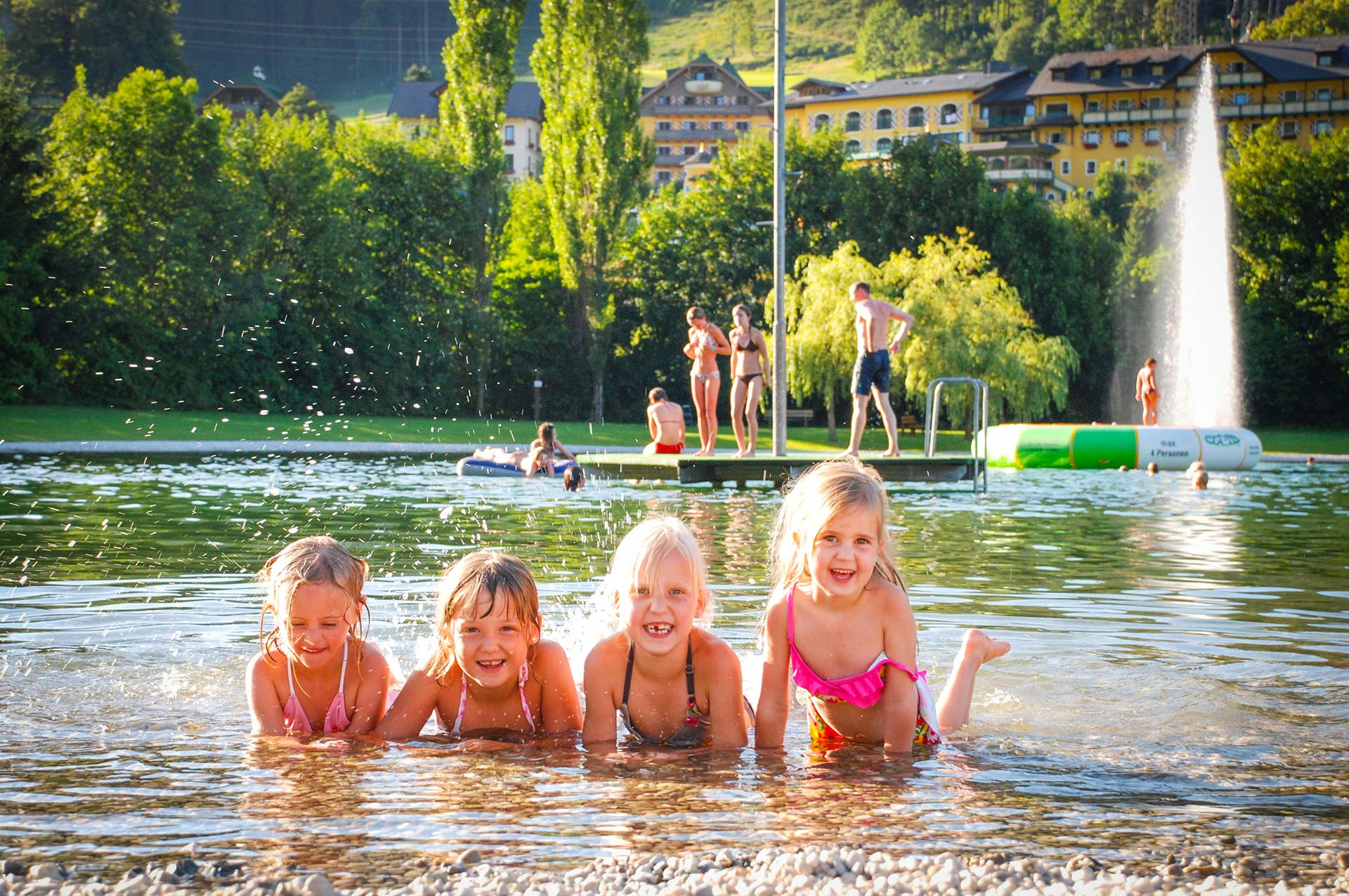 Bathing fun for the whole family on the surrounding lakes